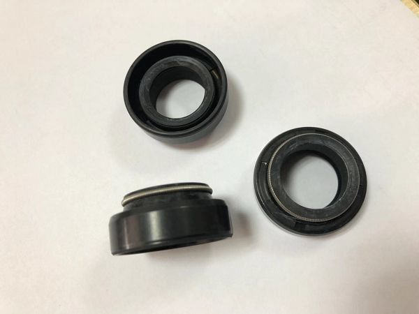 Shock Absorber Rubber Oil Seal NBR National Skeleton With Shore A 80